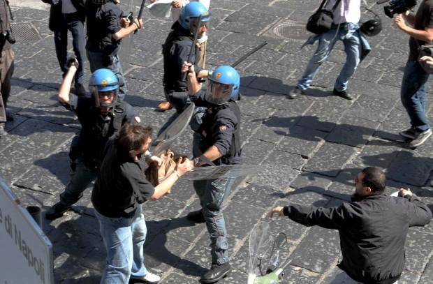 Eterno ritorno della Napoli violenta per sfrattare il sindaco populista