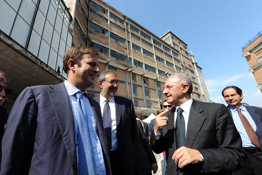 Corruzione, indagato il sindaco De Luca. Guai per il figlio