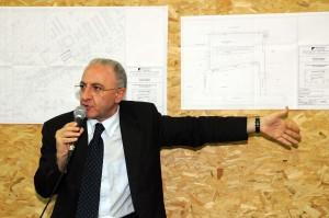 De Luca presenta uno dei suoi progetti edilizi