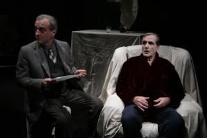 L'attore Alfonso Liguori in scena con Carlo Giuffrè