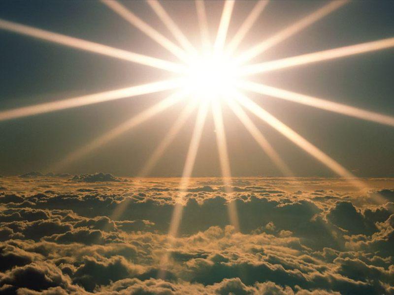 Seguire la luce per non precipitare nelle tenebre