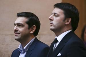 Tsipras con Renzi nel corso della sua recente visita in Italia