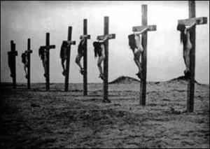 Questa immagine, scattata da un giornalista tedesco e conservata negli archivi del Vaticano, documenta il massacro delle donne cristiane armene nel deserto di Deir ez-Zor – Siria , il 24/04/1915