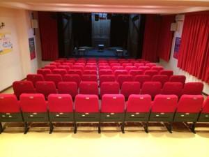 Il Teatro Genovesi dove si esibisce la compagnia dell'Eclissi