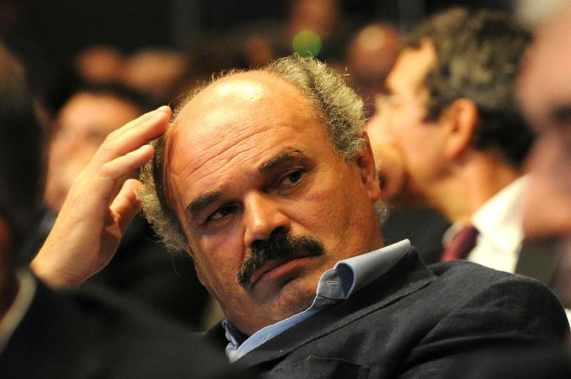 Farinetti: non c'è lavoro, l'Italia entra in un periodo di m….