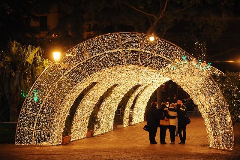 Salerno, il luna park per la gioia e l'euforia di pochi