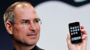 9 gennaio 2007: Steve Jobs presenta il primo iPhone di Apple. Sono trascorsi dieci anni, da allora Apple non ha inventato più niente di nuovo.