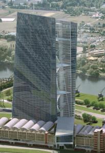 Nella foto a lato, la nuova sede della Banca Centrale Europea a Francoforte sul Meno (Germania)