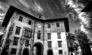 La Torre del Conte Ugolino nella piazza dei Cavalieri di Pisa